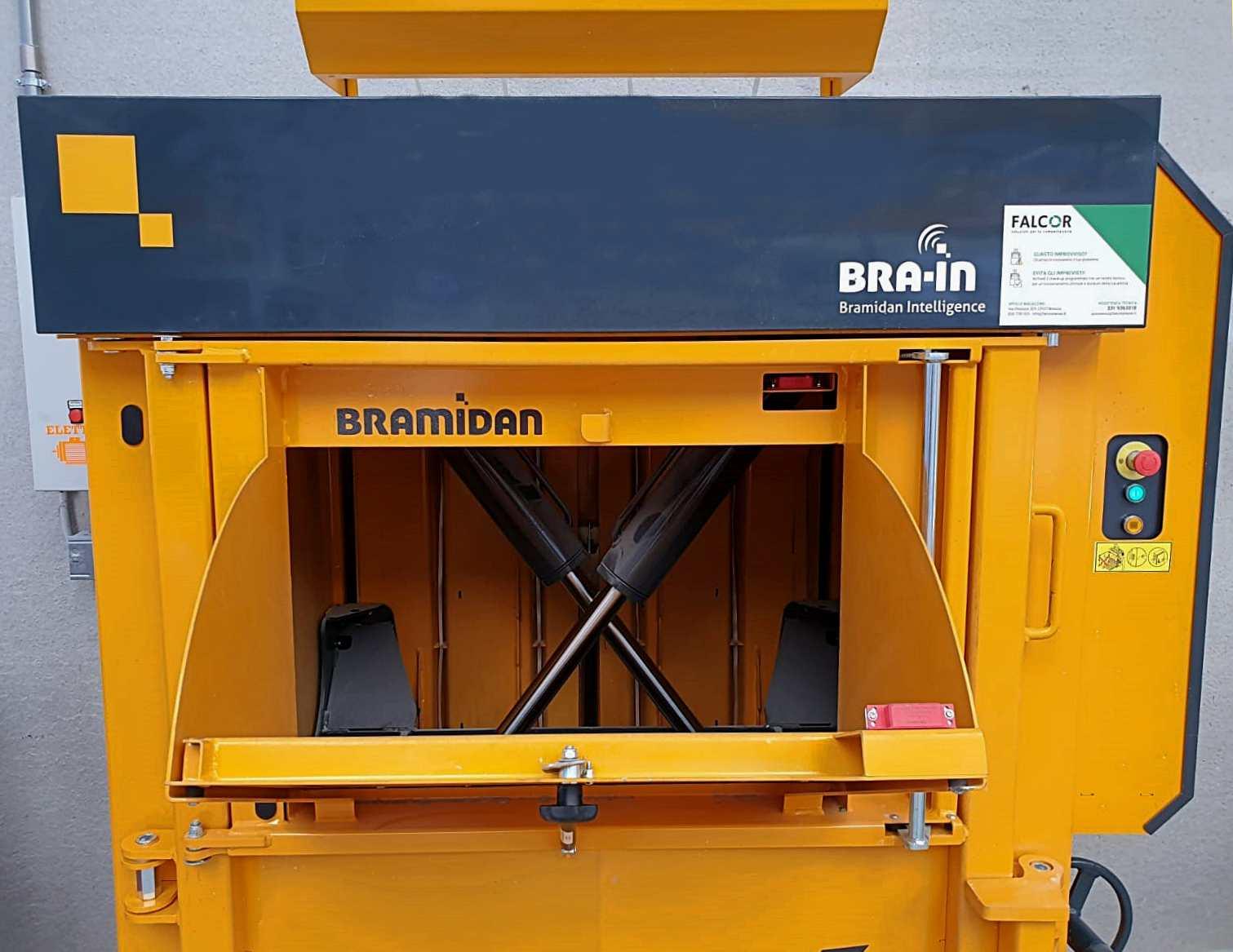 Ottimizzare il tempo nella gestione dei rifiuti con la pressa X25FD Flap Door