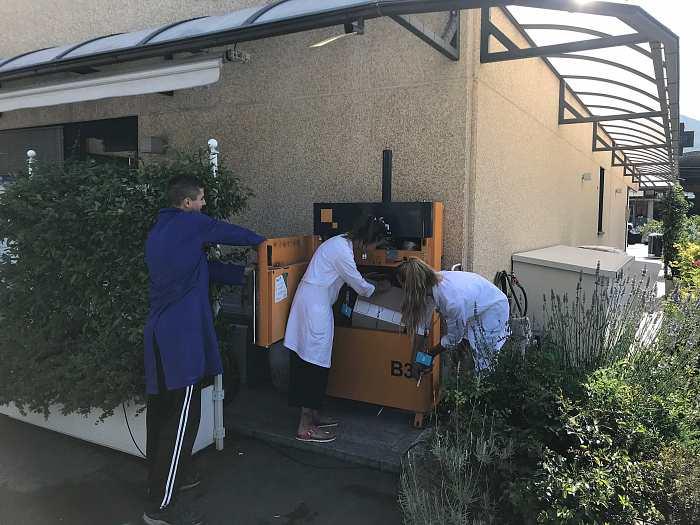 La pressa B3 installata presso la Farmacia Camisani utilizzata per il cartone