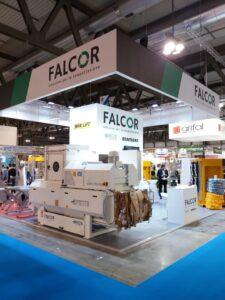 Falcor propone una linea di presse orizzontali automatiche, prodotte da Presto. Stand Ipack-Ima